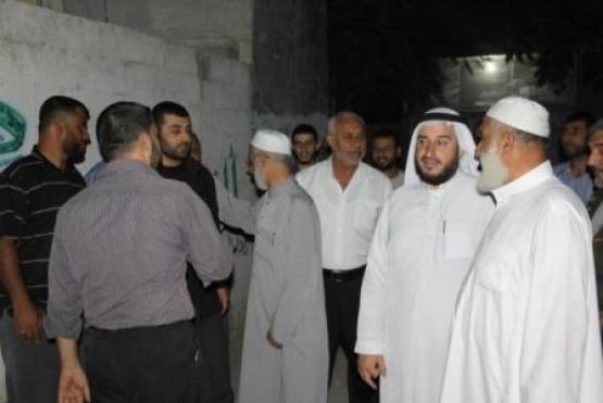 قيادة حماس تزور عوائل الاسرى وتهنئهم بشمول الصفقة ابنائهم