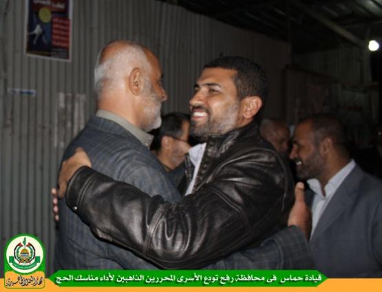 حماس تودع الأسرى المحررين المتوجهين لأداء مناسك الحج