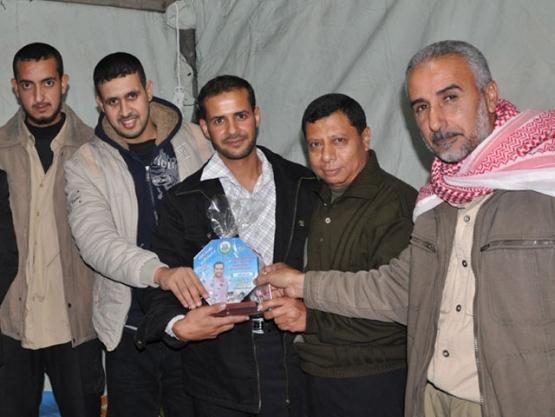 حماس تهنئ المحررين بأداء فريضة الحج وسط القطاع