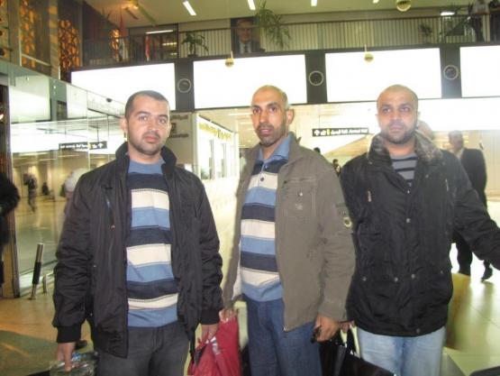 أسرانا المحررين المتوجهين لرحلة الحج من مطار دمشق الدولي