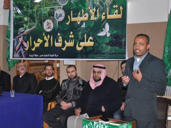 حماس تكرم الأسرى المحررين وسط القطاع
