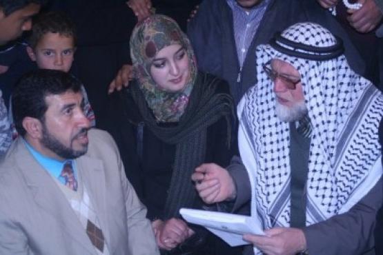 محرر يعقد قرانه في حرم الخليل