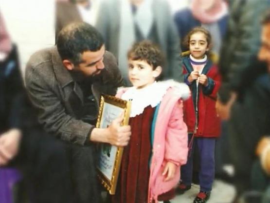 الشيخ رائد صلاح بجانب ابنة الشهيد إسلام