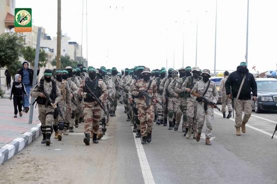 عرض عسكري خلال افتتاح النصب التذكاري
