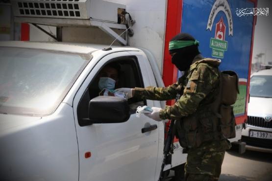 توزيع الكمامات على المواطنين - الوسطى